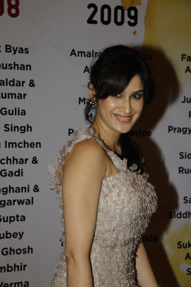 Sagarika Ghatge Flashes A Smile At Lakme Fashion Week Summer Resort 2013