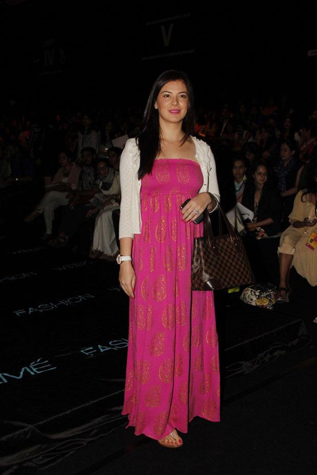 Urvashi Sharma Posed For Camera At Lakme Fashion Week Summer Resort 2013