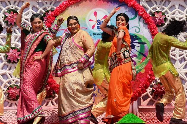 Jayati,Pratima And Smita Performed At Rang De Colors Holi Party 2013