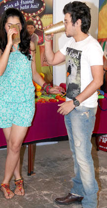 Taapsee And Divyendu Enjoy Bhaang During The Promotion Of Chashme Baddoor