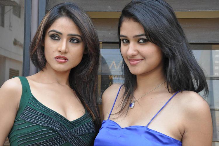 Sony Charishta And Simran Nice Look Photo Shoot At Mr Rajesh Press Meet Event