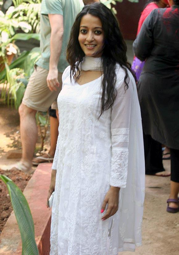 Raima Sen Nice Smiling Look At Shabana Azmi And Javed Akhtar Holi Celebration 2013