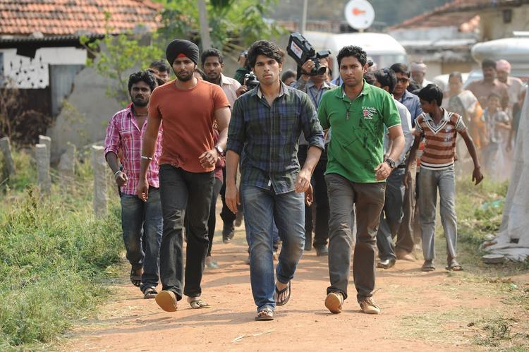 Allu Sirish Dashing Look In Walking Photo Still From Movie Gouravam