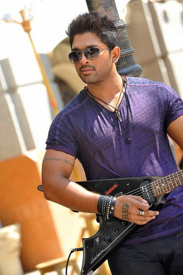 Allu Arjun Stylish Look Photo Still From Movie Iddarammayilatho