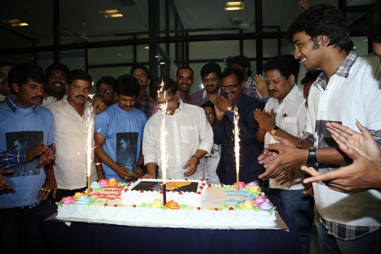 Allu Cake Cutting Photo Clicked At Chiranjeevi Blood Bank