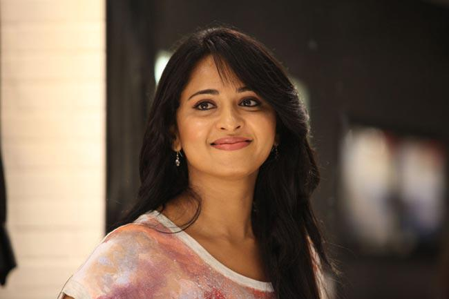 Anushka Charming Look Photo Still From Movie Mirchi