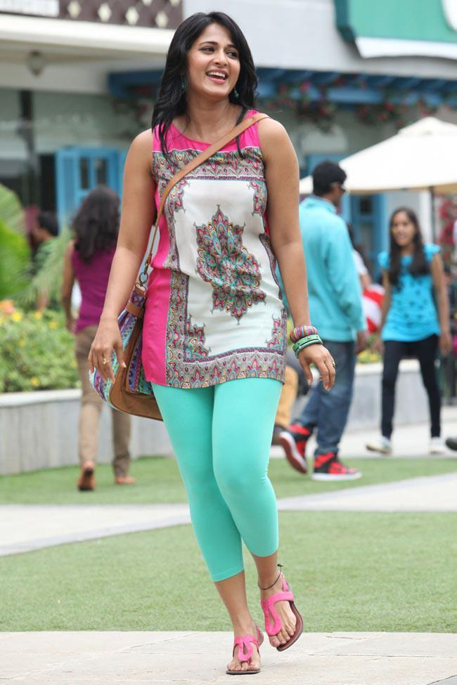 Anushka Shetty Cute Look Photo Still From Movie Mirchi