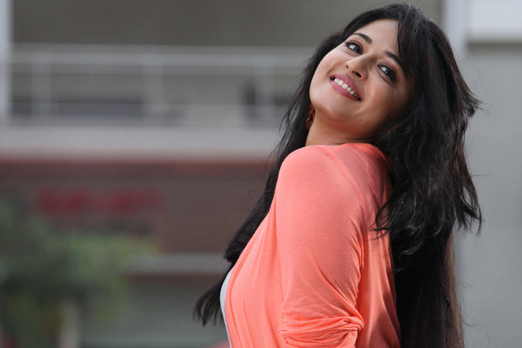 Anushka Shetty Cute Smiling Mirchi Movie Photo Still