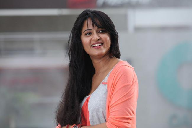 Anushka Shetty Cute Smiling Photo Still From Movie Mirchi