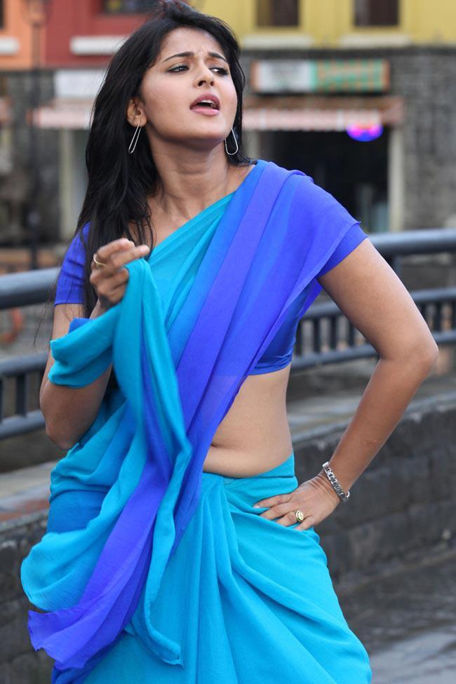 Anushka Shetty Sexy Expression Photo Still From Movie Mirchi