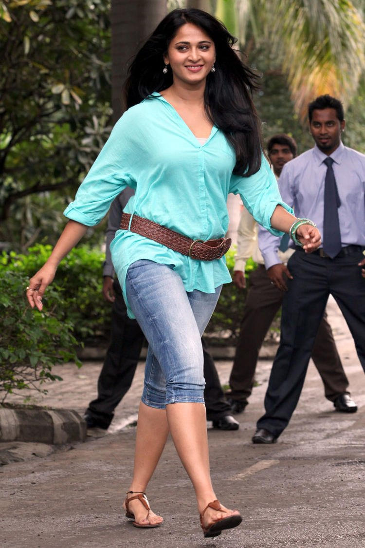Anushka Shetty Sexy Look Mirchi Movie Photo Still