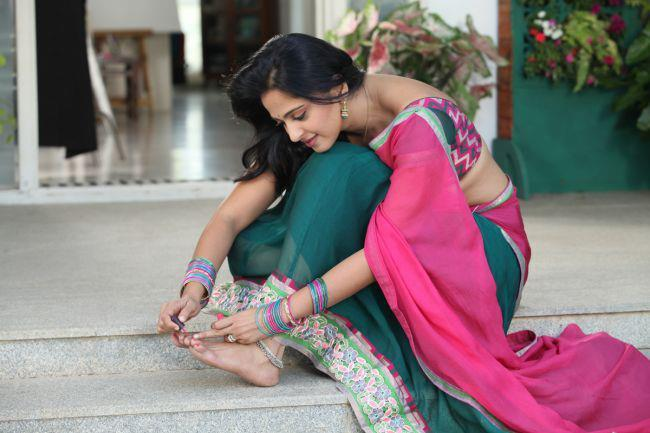 Anushka Shetty Simple Look Photo Still From Movie Mirchi