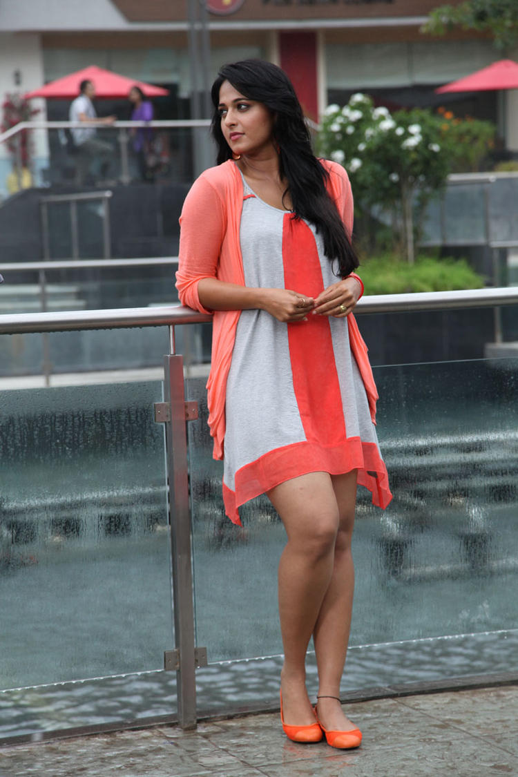 Anushka Shetty Spicy Pose Photo Still From Movie Mirchi