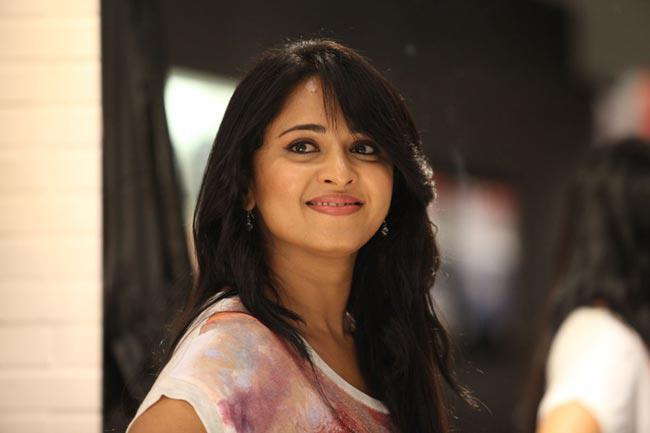 Anushka Shetty Superb Look Photo Still From Movie Mirchi