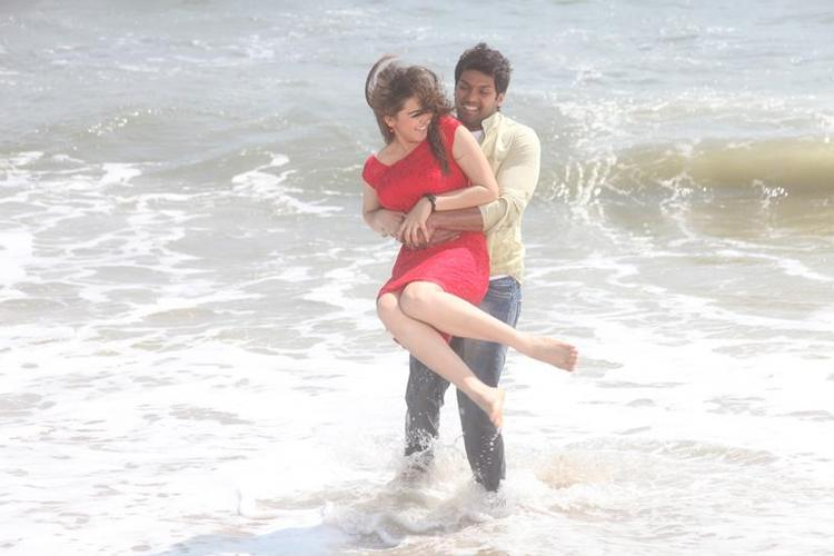 Arya And Hansika Sexy Hug On Beach Photo Still From Movie Settai