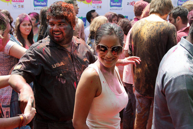 Poonam Pandey Present At ZOOM Holi Party