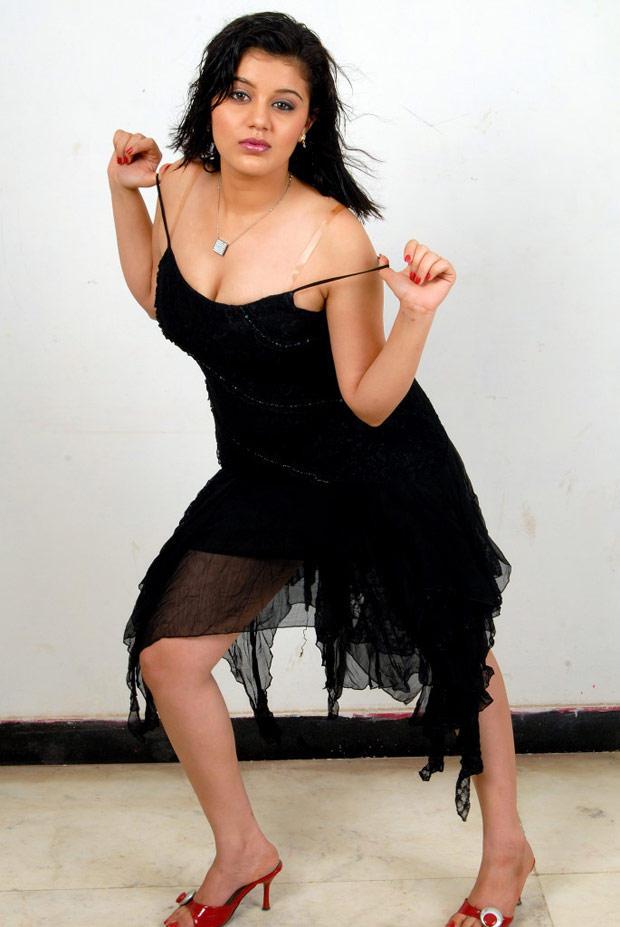 Roshitha Bold Pose Spicy Still