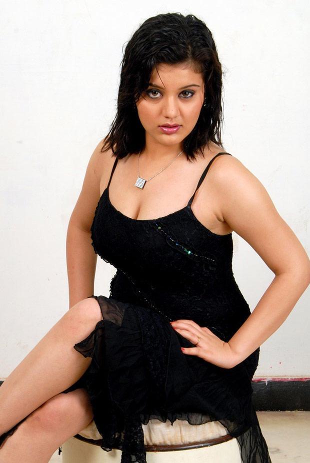 Roshitha Dazzling Look Bold Still