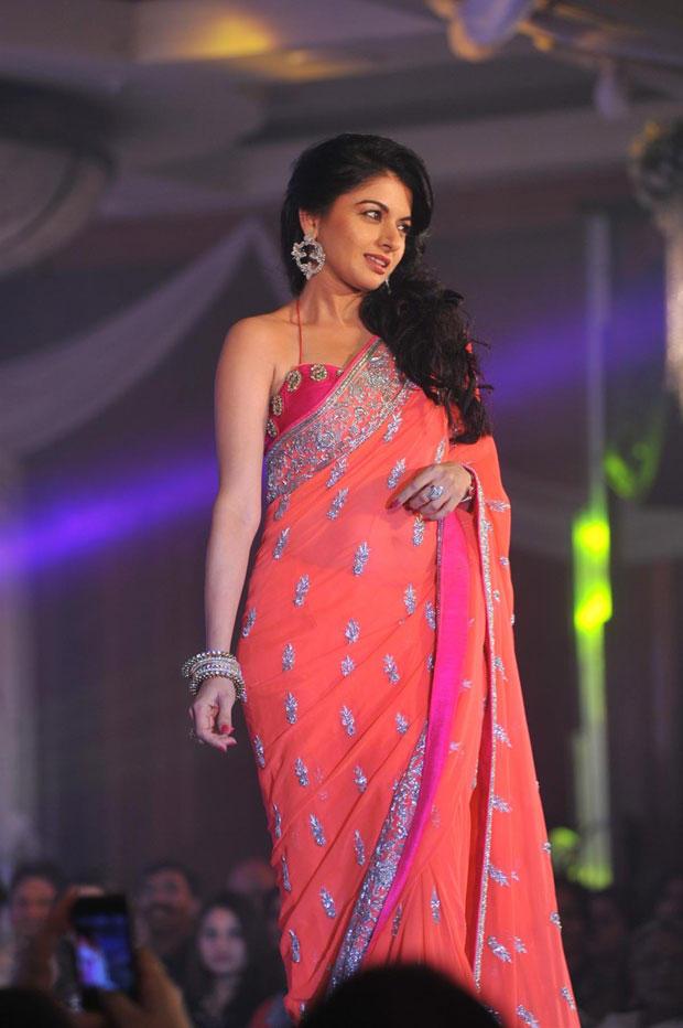 Bhagyashree Beautiful Look In Saree On Ramp At Neeta Lulla Shehnai Collection Fashion Show Event 2013