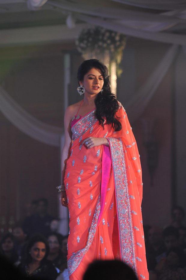 Bhagyashree Walks On Ramp At Neeta Lulla Shehnai Collection Fashion Show Event 2013