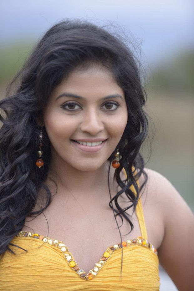 Anjali Stunning Look Photo Still From Movie Naughty Boys