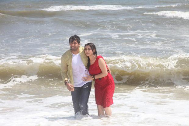 Arya And Hansika On Beach Photo Still From Movie Naughty Boys
