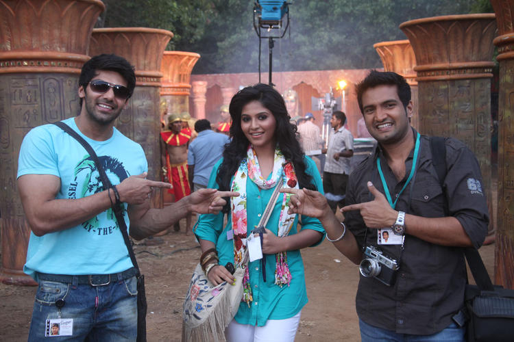 Anjali And Arya Cool Still From Naughty Boy Movie