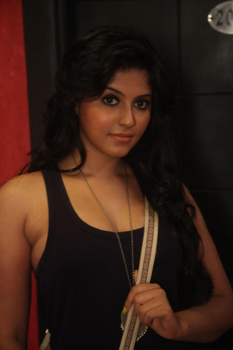 Anjali Dazzling And Stunning Still From Naughty Boy Movie