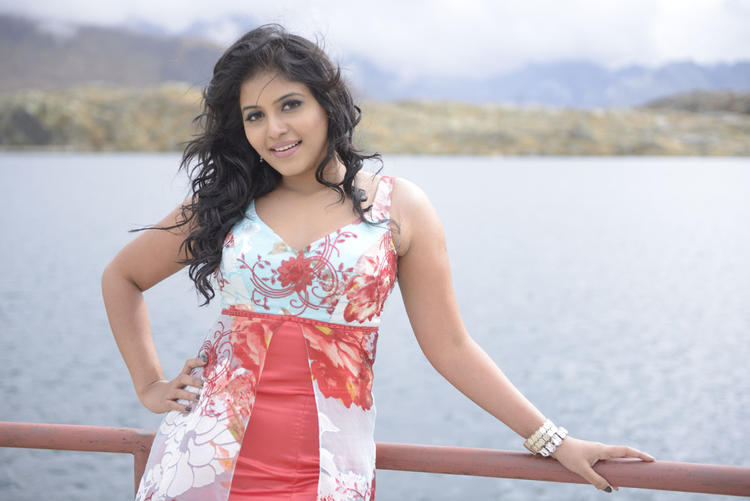 Anjali Nice And Cool Look Still From Naughty Boy Movie