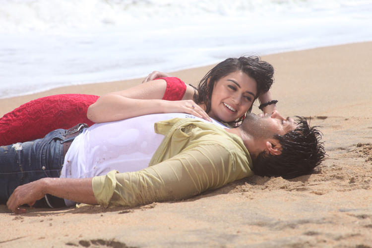 Arya And Hansika Motwani Hot Still From Naughty Boy Movie