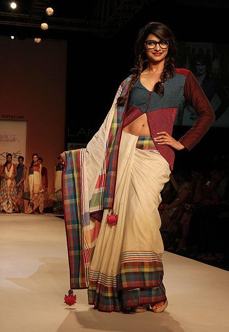 Prachi Desai Glamour Look On Ramp At Lakme Fashion Week Summer Resort 2013