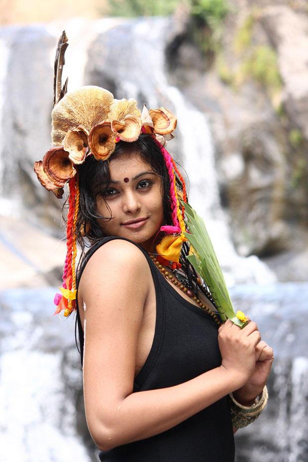 Arundhati Cool Look Still From Netru Indru Movie