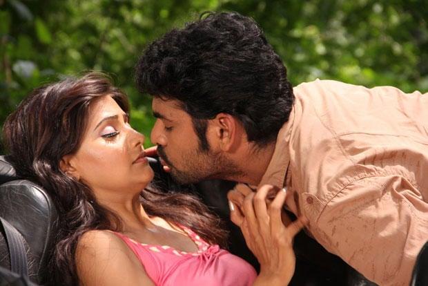 Nandagi And Vimal Hot Kissing Scene From Netru Indru Movie