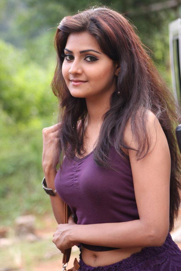 Nandagi Cute Cool Look Still From Netru Indru Movie