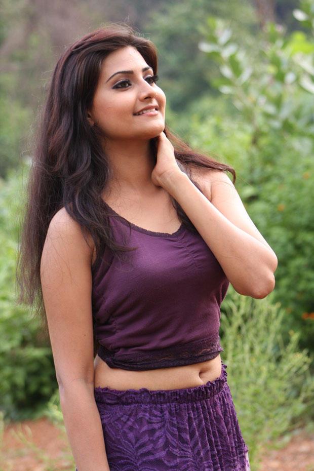 Nandagi Fashionable Look Still From Netru Indru Movie