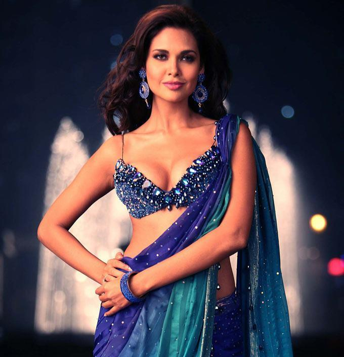 Esha Gupta Nice Look With Cute Smiling Photo Still In A Blue Saree
