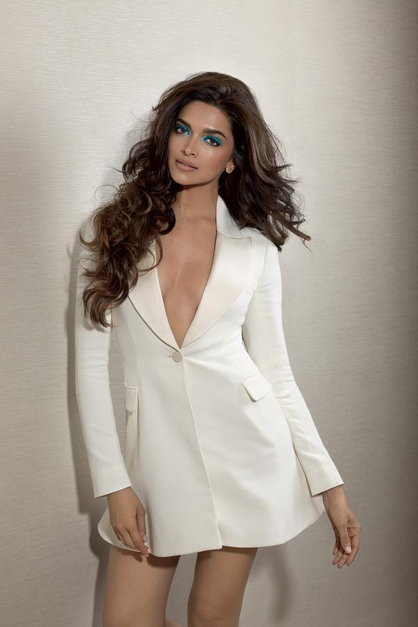 Deepika Hot Cleavage Show Photo Shoot For L'Officiel India