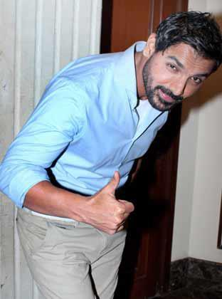 John Abraham Thums Up Photo Clicked At Times Food Awards