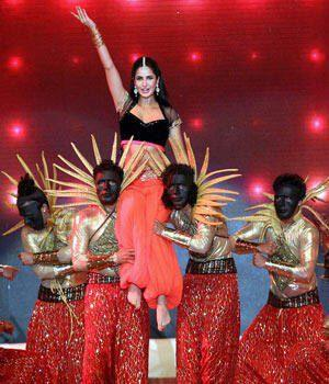 Katrina Kaif Dazzling Sexy Look On Stage At IPL 6 Opening Ceremony 2013