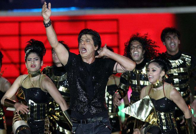 Shahrukh Khan Loses Breath On Stage At IPL 6 Opening Ceremony 2013