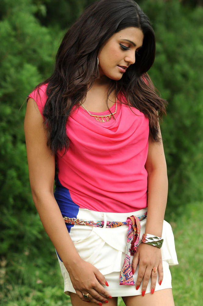 Tashu Sexy Expression Photo Still From Movie Gola Seenu