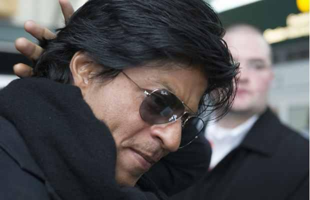 SRK Handsome And Cool Look At Vancouver International Airport