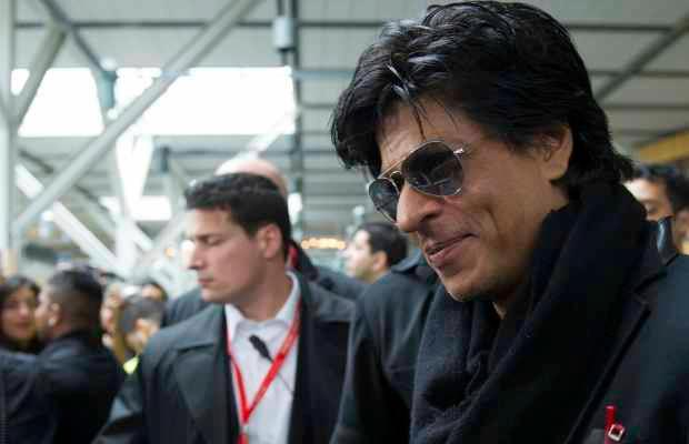 SRK Smiling Look With Dimple Show At Vancouver International Airport