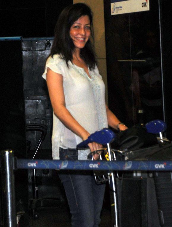 A Celeb Smiling Look At Mumbai Airport Leaving For TOIFA 2013