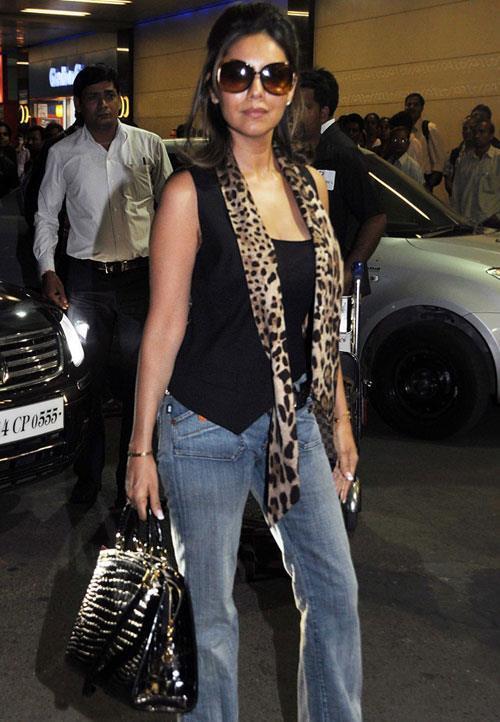 Gauri Khan Stylish Look At Mumbai Airport Leaving For TOIFA 2013