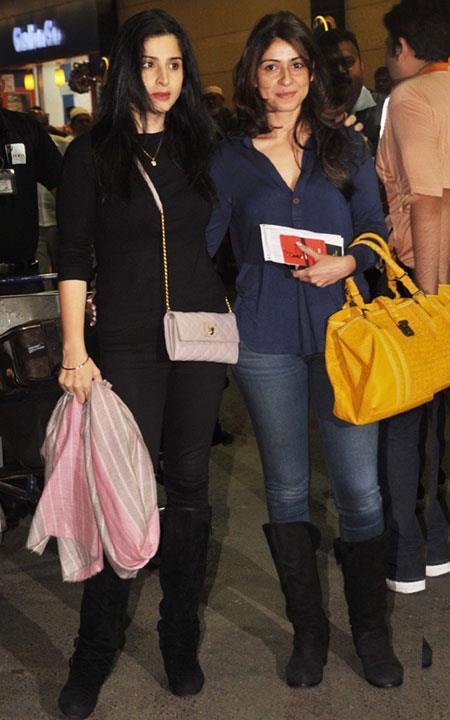Maheep Kapoor Snapped At Mumbai Airport Leaving For TOIFA 2013