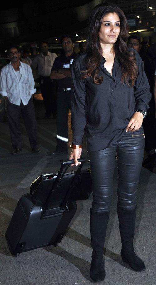 Raveena Tandon Glamour Look At Mumbai Airport Leaving For TOIFA 2013