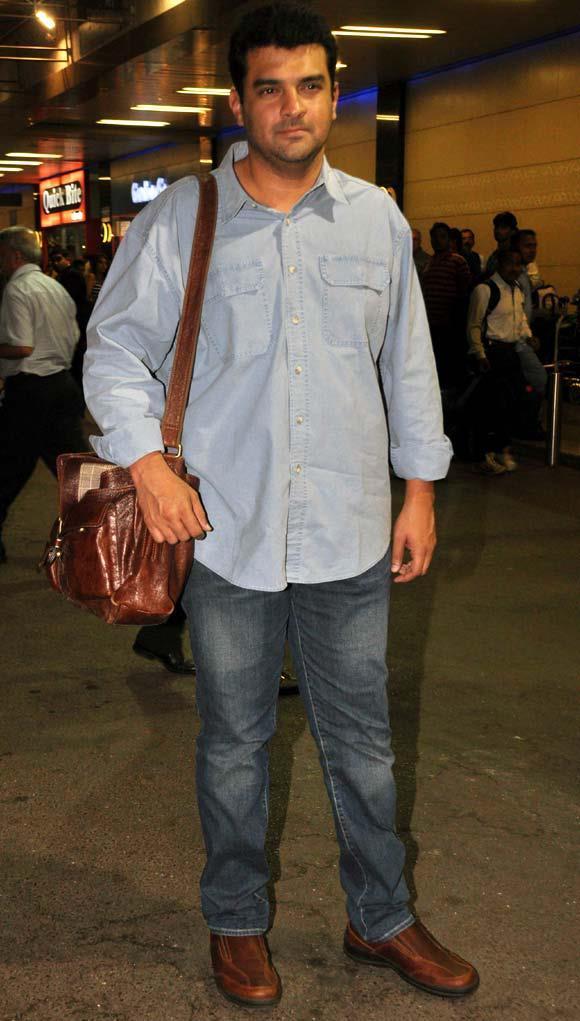 Siddharth Roy Kapur Snapped At Mumbai Airport Leaving For TOIFA 2013
