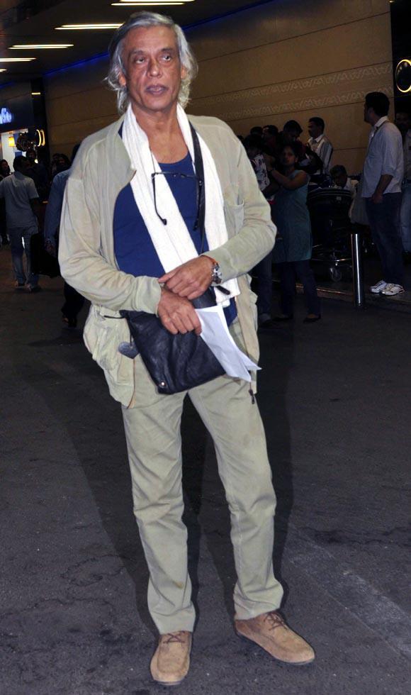 Sudhir Mishra At Mumbai Airport Leaving For TOIFA 2013