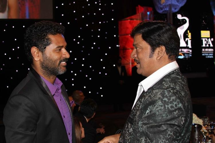 Prabhu And Gadde Rajendra Prasad Cool Chatting At Nata Kireeti Dr. Rajendra Prasad Award Function